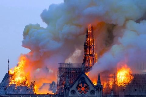 Kebakaran Landa Gereja Notre-Dame Prancis