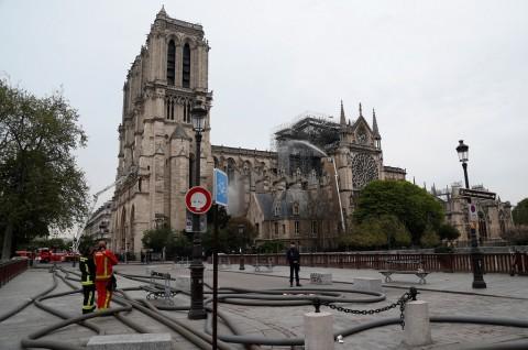 Fransiskus Turut Berduka atas Kebakaran Katedral Notre Dame