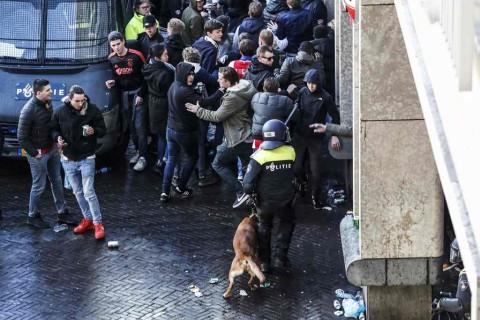 Berpotensi Ricuh, Puluhan Fans Ajax Diusir dari Turin