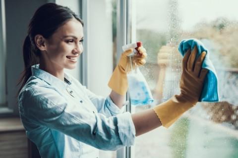 Lima Cara Efektif Membersihkan Kaca Rumah