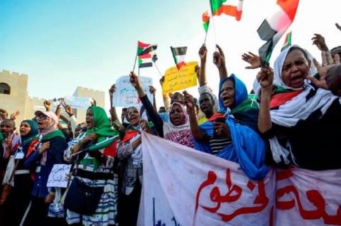Ditekan Demonstran, Militer Sudan Pecat Lebih Banyak Pejabat