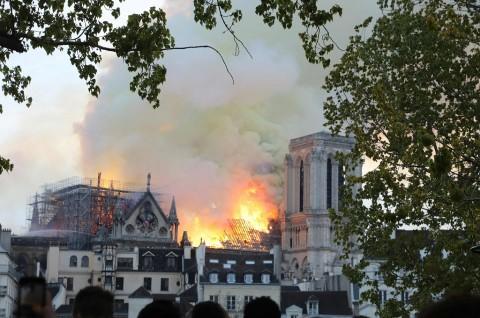 Damkar Paris Gunakan Drone untuk Padamkan Notre Dame
