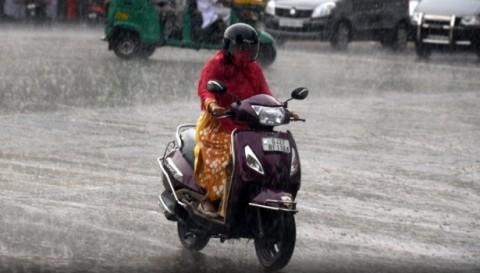 60 Orang Tewas Tersambar Petir di India