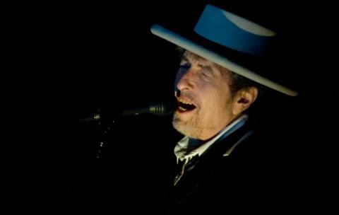 Ada Penonton Gunakan Ponsel, Bob Dylan Hentikan Konser