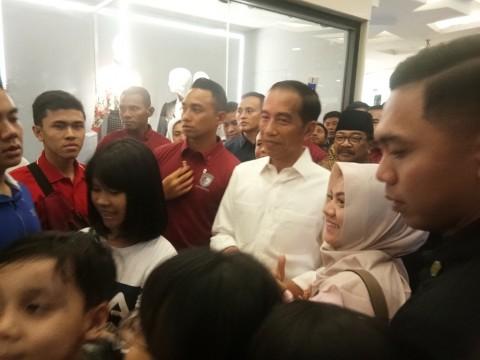 Jalan-Jalan ke Grand Indonesia, Jokowi Diteriaki