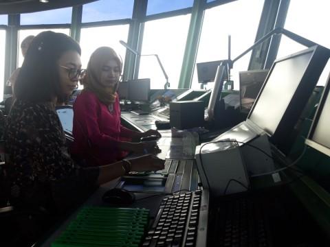 Perempuan Pandu Angkasa Bandara Soekarno-Hatta