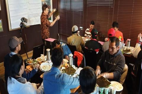 Pekerja Migran di Korsel Belajar Bisnis Kuliner