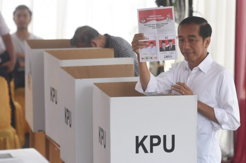 Jokowi: Petugas KPPS yang Gugur Pejuang Demokrasi