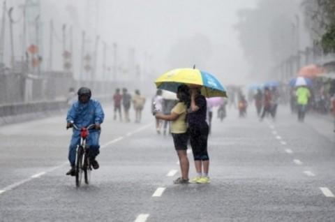 Jakarta Diguyur Hujan Siang Hari