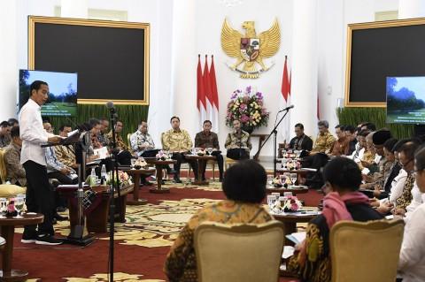 Jokowi Minta Menteri Jaga Stabilitas Harga Bahan Pokok