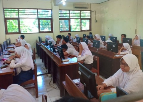 51 Sekolah di Semarang Numpang UNBK