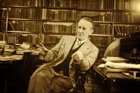 Pihak Keluarga Tidak Terlibat Pengerjaan Film Biopik JRR Tolkien