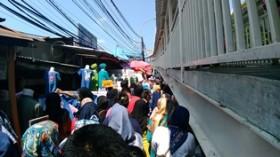 PKL Tanah Abang Menghalangi Pejalan Kaki