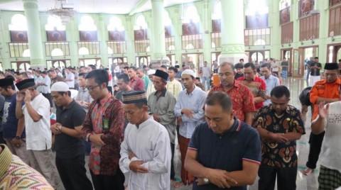 Warga Cirebon Salat Gaib untuk Petugas Pemilu