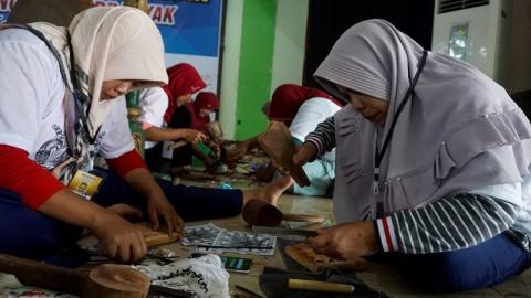 507 Perempuan di Jepara Pecahkan Rekor Muri Mengukir Bersama