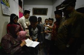 Risma Beri Pekerjaan Untuk Anak Petugas KPPS yang Meninggal