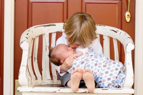 Cara Mempersiapkan Sang Kakak Menyambut Kelahiran Adik