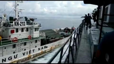 Kapal Pengawas Vietnam Halangi Penangkapan Pencurian Ikan