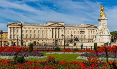 Enam Istana Mewah Milik Ratu Elizabeth