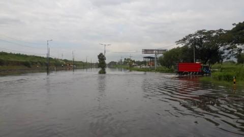 Akses Jalan Raya Porong Kembali Banjir