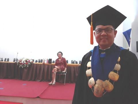 Rektor President University Dikukuhkan Sebagai Guru Besar