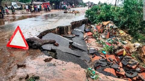 Topan Siklon Kenneth Sisakan Kehancuran di Mozambik