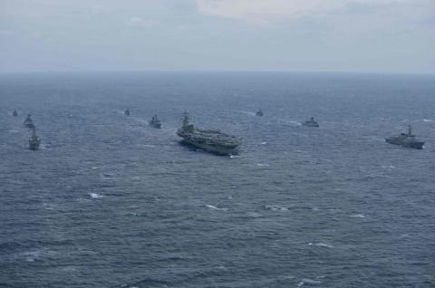 Dua Kapal Perang AS Berlayar di Selat Taiwan