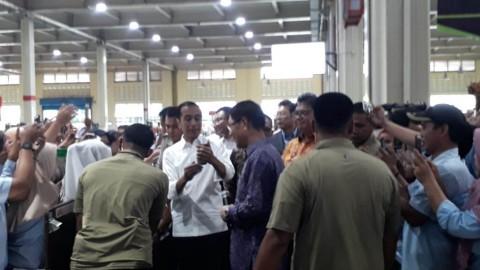 Keakraban Jokowi dengan Buruh Jelang May Day