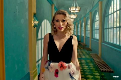 Kenakan Karya Desainer Indonesia, Taylor Swift Beri Kode Misterius Album Baru