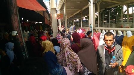 Trotoar Tanah Abang Masih Dikuasai PKL