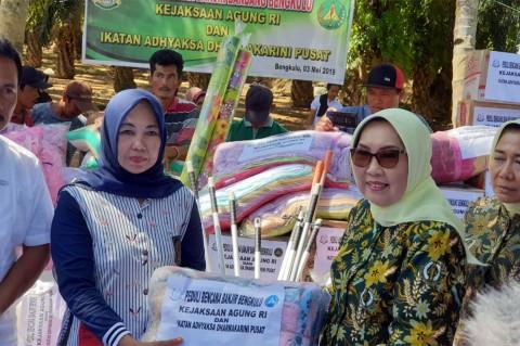 Kejaksaan Bantu Korban Banjir Bengkulu