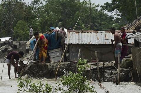 Siklon Fani Hancurkan Lebih dari 1.000 Rumah di Bangladesh