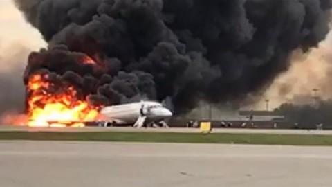 Pesawat Rusia Terbakar di Udara 13 Penumpang Tewas