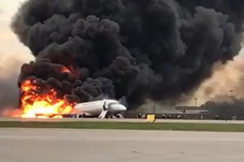 Pesawat Aeroflot Terbakar di Moskow, 41 Tewas