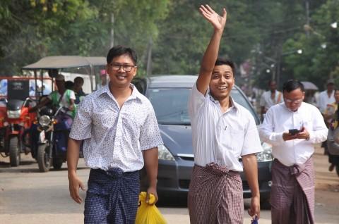 Myanmar Bebaskan Dua Jurnalis Reuters