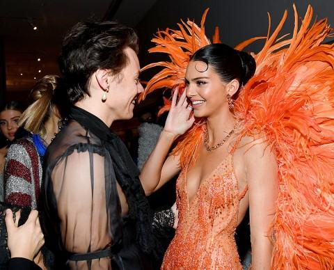 Momen Manis Pertemuan Harry Styles dan Kendall Jenner di Met Gala 2019