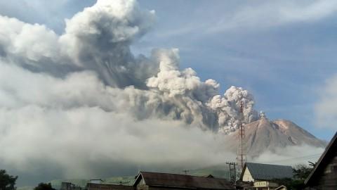 BPBD Karo Imbau Warga Tak ke Zona Merah Sinabung