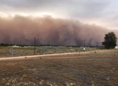 Badai Debu Terjang Victoria Australia