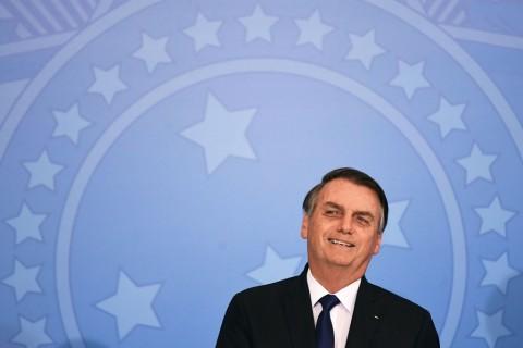 Presiden Brasil Bebaskan Warga Sipil Bawa Senjata Api