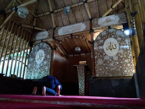 Kesejukan Masjid Bambu di Tengah Kota Cirebon
