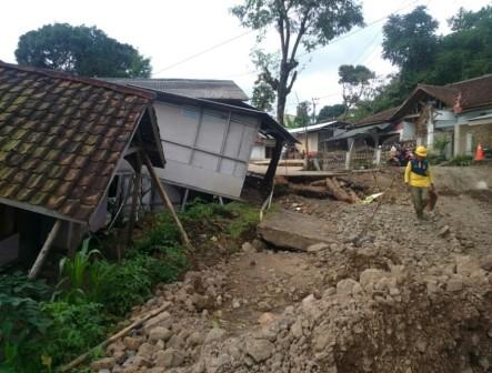 Pergerakan Tanah di Sukabumi Makin Masif