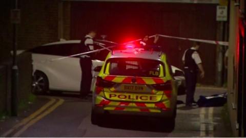 Tembakan Terdengar di Masjid London