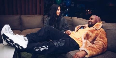 Kanye West dan Kim Kardashian Belum Tentukan Nama Anak Keempat