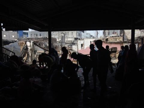 Pengungsi Kampung Bandan Dapat Bantuan Sahur dan Takjil