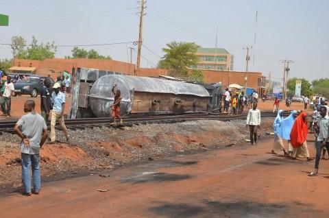Korban Ledakan Truk Minyak di Niger Jadi 76 Orang