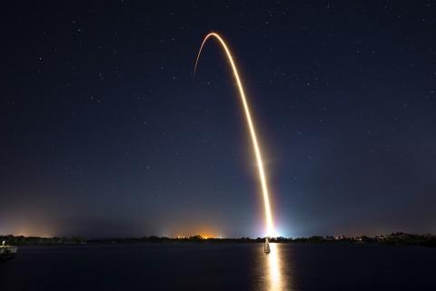 Bos SpaceX Pamerkan Puluhan Satelit Proyek Starlink