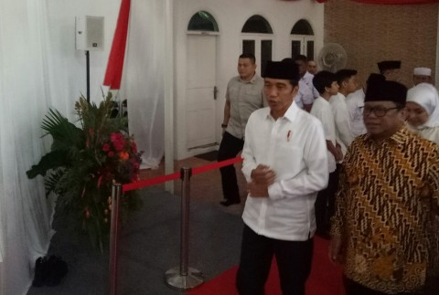 Jokowi Attends Fast-Breaking Gathering at DPD Leader's Home