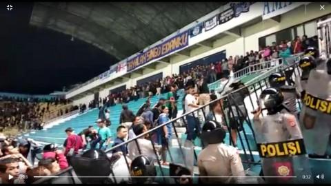 Kericuhan Suporter Mewarnai Laga Pembuka Liga 1 2019 antara PSS vs Arema