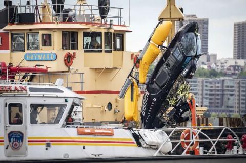 Helikopter Jatuh ke Sungai Hudson, Pilot Selamat