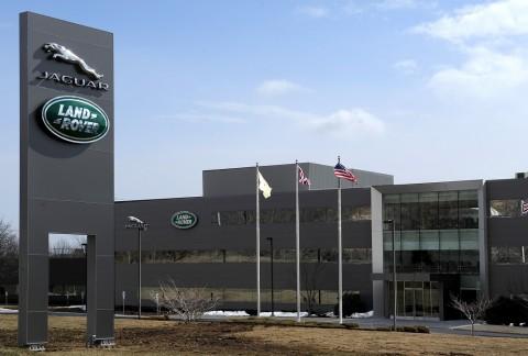 Tata Motors Bantah Pembelian Saham JLR oleh PSA